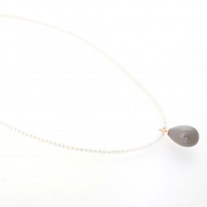Designschmuck kaufen 23 1 Mondstein mit Zuchtperlen Halskette 416x416 - Drop-Halskette mit Mondstein-Anhänger in Tropfenform