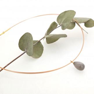 Designschmuck kaufen 23 2 Mondstein mit Halsreif 324x324 - Drop-Halskette mit Mondstein-Anhänger in Tropfenform