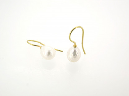 Designschmuck kaufen 29 Ohrhänger Süßwasser Zuchtperle facettiert 416x312 - Goldene Ohrhänger mit facettierter Süßwasserzuchtperle