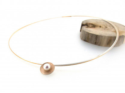 Designschmuck kaufen 3 Anhänger Schale silber goldplattiert Perle Halskette 416x312 - Schale Elementar - Kettenanhänger mit mittiger Perle