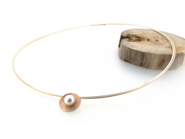 Designschmuck kaufen 3 Anhänger Schale silber goldplattiert Perle Halskette 600x450 - Schale Elementar - Kettenanhänger mit mittiger Perle