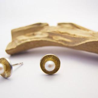 Designschmuck kaufen 4 3 Ohrstecker Schale Perle 2 324x324 - Elementar Design-Ohrstecker mit Perle in Schale