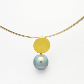 Designschmuck kaufen 9 Anhänger Tahiti Perle Halskette 324x324 - Schale Elementar - Kettenanhänger mit Tahitizuchtperle