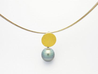 Designschmuck kaufen 9 Anhänger Tahiti Perle Halskette 416x312 - Schale Elementar - Kettenanhänger mit Tahitizuchtperle