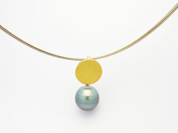 Designschmuck kaufen 9 Anhänger Tahiti Perle Halskette 600x450 - Schale Elementar - Kettenanhänger mit Tahitizuchtperle