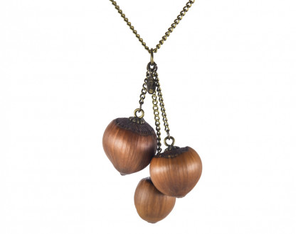 Dreifache Haselnuss Halskette in Bronze 1 416x330 - Dreifache Haselnuss-Halskette in Bronze