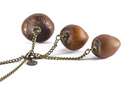 Dreifache Haselnuss Halskette in Bronze 2 416x330 - Dreifache Haselnuss-Halskette in Bronze