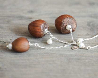 Dreifache Haselnuss Halskette mit Suesswasserperlen 2 416x330 - Dreifache Haselnuss-Halskette mit Süßwasserperlen
