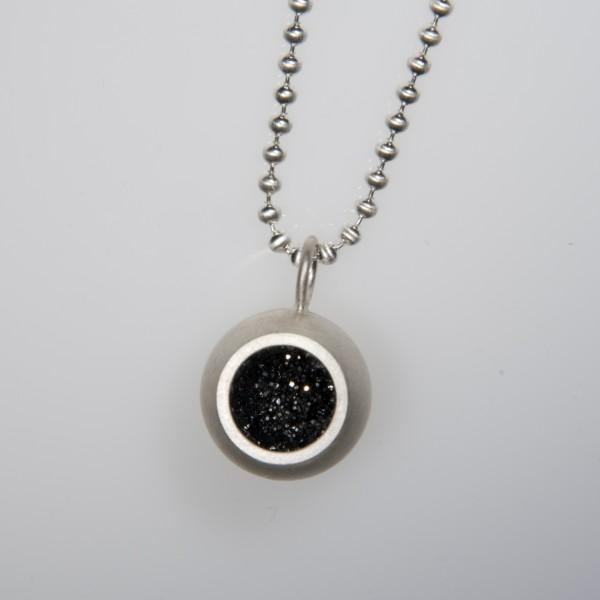 Drusenkugel groß Silber an Kugelkette 600x600 - Halskette mit großer Drusenkugel Silber