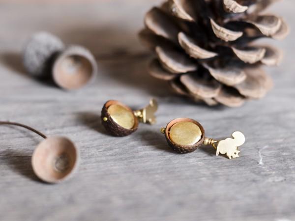 Eichelhut Ohrstecker Goldschatz mit Eichhoernchen 2 600x450 - Eichelhut-Ohrstecker Goldschatz mit Eichhörnchen