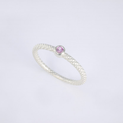 Feiner Pünktchenring 925er Silber mit rosa Saphir scaled 416x416 - Pünktchenring 925er Silber mit rosa Saphir