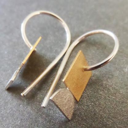 Goldschmiedin Andrea Bejöhr Ohrhänger Kleines Goldenes Quadrat 416x416 - Ohrhänger Kleines Goldenes Quadrat