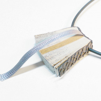 """Halskette Bookworm kaufen 324x324 - Halskette """"Bookworm"""""""