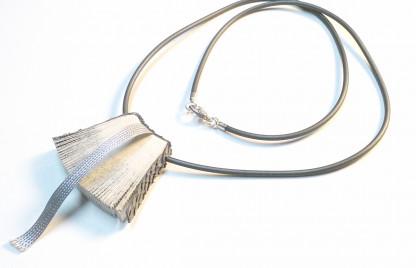 """Halskette Bookworm online kaufen 416x268 - Halskette """"Bookworm"""""""