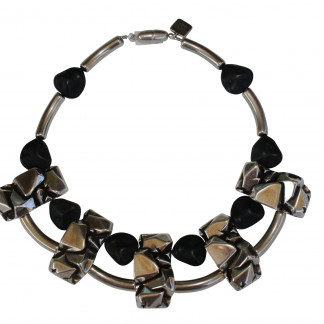 Halskette Collier mit silbernen Nuggetplatten und schwarzen Kieseln scaled 324x324 - Halskette Collier mit Nuggetplatten und Kieseln