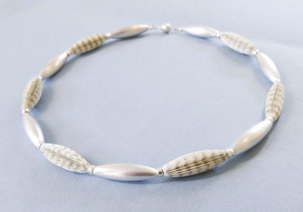 """Halskette Literarische Oliven 50cm 600x419 - Halskette """"Literarische Oliven"""""""