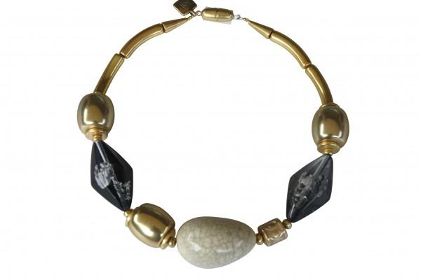 Halskette mit Goldtonnen porzellanbruch Olive und grauer Rombe 600x400 - Halskette mit Olive, Rombe und Tonnen