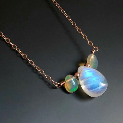 Halskette mit Regenbogen Mondstein und Opal kaufen