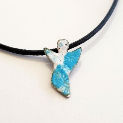 Halskette mit Schutzengel in Weiss Blau 416x416 - Halskette mit Schutzengel in Weiss-Blau