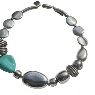 Halskette mit Silberoval Talern Daempfern und Türkisblatt scaled 324x324 - Halskette mit Bonbons, Oliven und großem flachem Oval