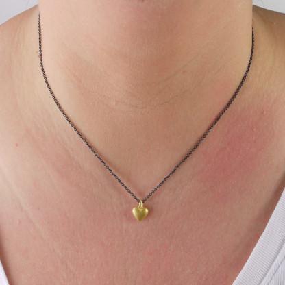 Halskette mit goldenem Herz aus Massivgold 416x416 - Goldener Herzanhänger aus 750er Gelbgold massiv gegossen