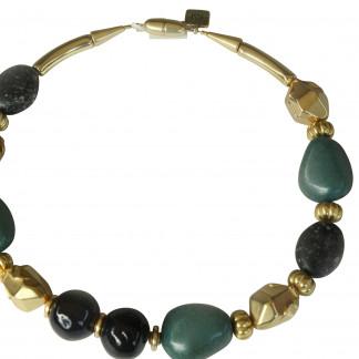 Halskette mit grünen Porzellanbruchsteinen dunkelgrauen Kugeln und goldenen Nuggets scaled 324x324 - Halskette mit Steinen, Kugeln und Nuggets