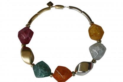 Halskette mit grossen silbernen goldenen Nüssen und farbigen Meteorsteinen scaled 416x277 - Halskette mit großen Nüssen und großen Meteorsteinen