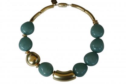 Halskette mit jadefarbenen Oliven einer Goldolive und Riesenbogen scaled 416x277 - Halskette mit kleinen Oliven und Riesenbogen