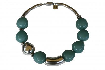 Halskette mit jadefarbenen Oliven einer Silberolive und Riesenbogen scaled 416x277 - Halskette mit kleinen Oliven und Riesenbogen