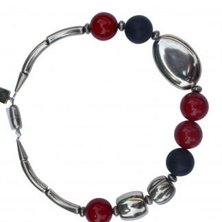 Halskette mit roten und schwarzen Kugeln Silberoval und Tonnen scaled 324x324 - Halskette mit Kugeln, großem flachen Oval und Tonnen