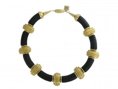 Halskette mit schwarzen Boegen und goldenen Daempfern 416x312 - Halskette mit Bögen und Dämpfern