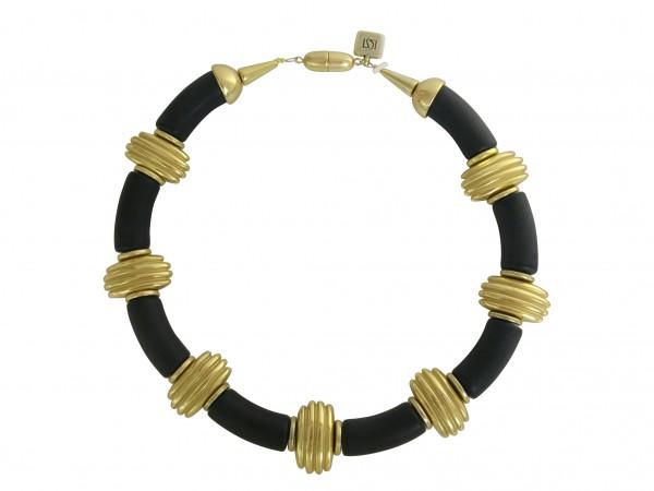 Halskette mit schwarzen Boegen und goldenen Daempfern 600x450 - Halskette mit Bögen und Dämpfern