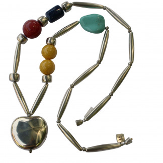 Halskette mit silbernem Apfel Pipetten roter Kugel türkisem Blatt und blauer Tonne scaled 324x324 - Halskette mit Apfel, Kugeln, Blatt, Tonne und Pipetten