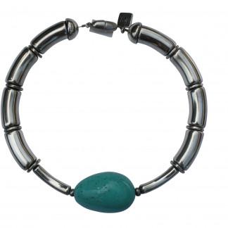 Halskette mit silbernen Boegen silbernen Staebchen und türkisfarbener Olive scaled 324x324 - Halskette mit Perlen und Reifen