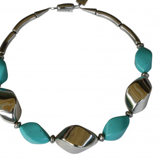 Halskette mit silbernen Nüssen und türkisfarbenen Nüssen scaled 324x324 - Halskette mit Nüssen