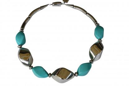 Halskette mit silbernen Nüssen und türkisfarbenen Nüssen scaled 416x277 - Halskette mit Nüssen