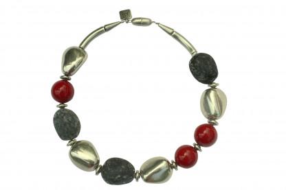 Halskette mit silbernen Steinen Lavasteinen und roten Kugeln scaled 416x277 - Halskette mit Steinen und Kugeln
