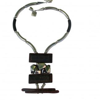 Halskette mit silbernen schwarzen Staebchen Nuggetplatte und rostfarbenen Platten scaled 324x324 - Halskette mit Stäbchen und Platten
