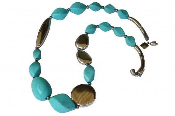 Halskette mit türkisfarbener Olive Nüssen silberner Platte und Pipette 600x400 - Halskette mit großer Olive, große Platte, Nüssen und Riesenpipette