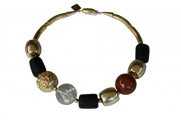 Halskette mit vergoldeten braunen Kugeln schwarzen vergoldeten Tonnen 600x400 - Halskette mit Perlen und Tonnen