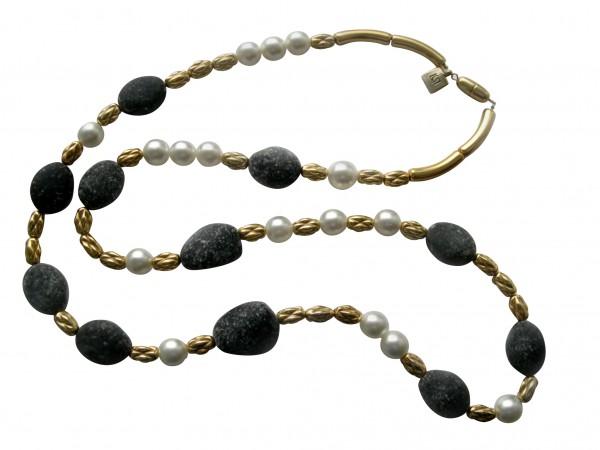 Halskette mit weissen Perlen goldenen Kordeln und Lavasteinen 600x450 - Halskette mit Perlen, Kordeln und Steinen