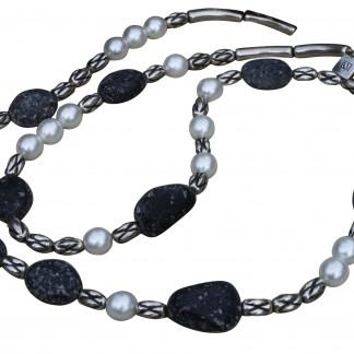 Halskette mit weissen Perlen silbernen Kordeln und Lavasteinen scaled 324x324 - Halskette mit Perlen, Kordeln und Steinen