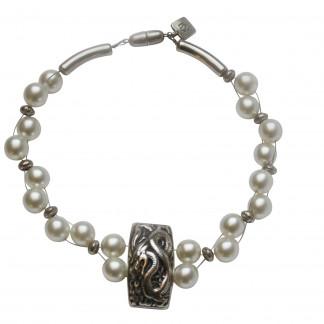 Halskette mit weissen Perlen und Drachenplatte scaled 324x324 - Halskette mit weißen Perlen und Drachenplatte