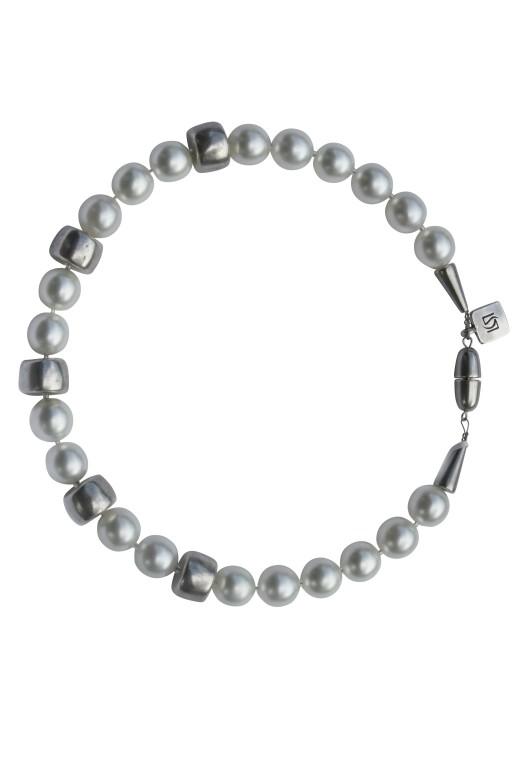 Halskette mit weissen Perlen und silbernen Reifen 512x768 - Halskette mit Perlen und Reifen