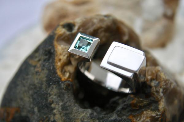 Handgefertigten Designschmuck kaufen Männer Ring Futura 600x399 - Männer-Ring Futura aus Sterlingsilber mit Turmalin