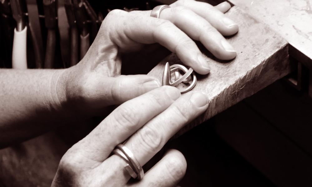 Handgefertigten Knotenschmuck aus Silber und Gold online kaufen - Schmuck von Knotenschmuck