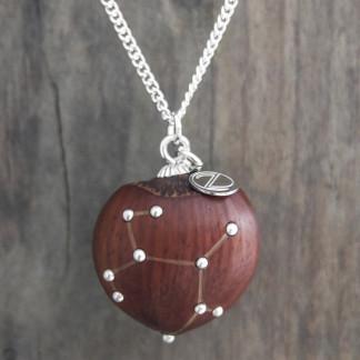 Haselnuss Halskette Sternzeichen Schütze 1 von 2 324x324 - Sternklare Haselnuss-Halskette – Schütze