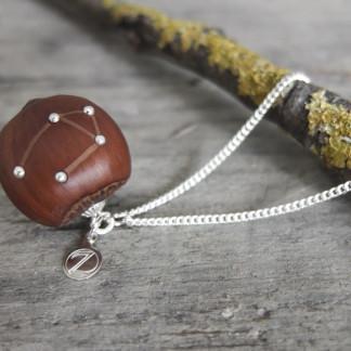 Haselnuss Halskette Sternzeichen Waage 1 von 2 324x324 - Sternklare Haselnuss-Halskette – Waage