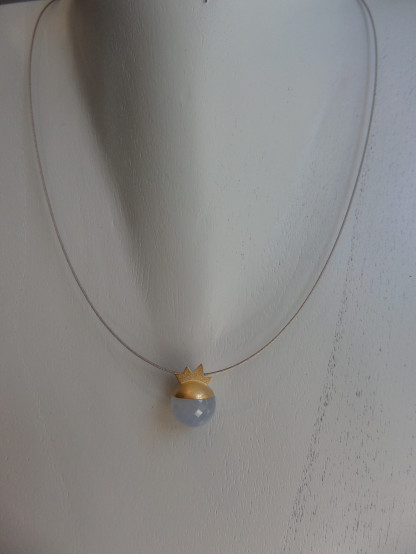 Kugelanhänger 750er Gelbgold Chalcedonkugel mit Facetten scaled 416x554 - Kettenanhänger aus Gold mit Chalcedonkugel
