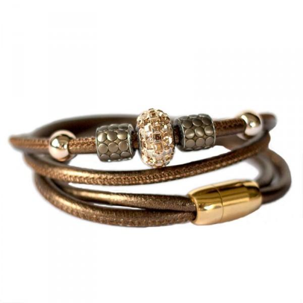 Leder Wickelarmband in Bronze mit Swarovski Becharmed Perle 1 600x600 - Leder-Wickelarmband in Bronze mit Swarovski-Becharmed Perle